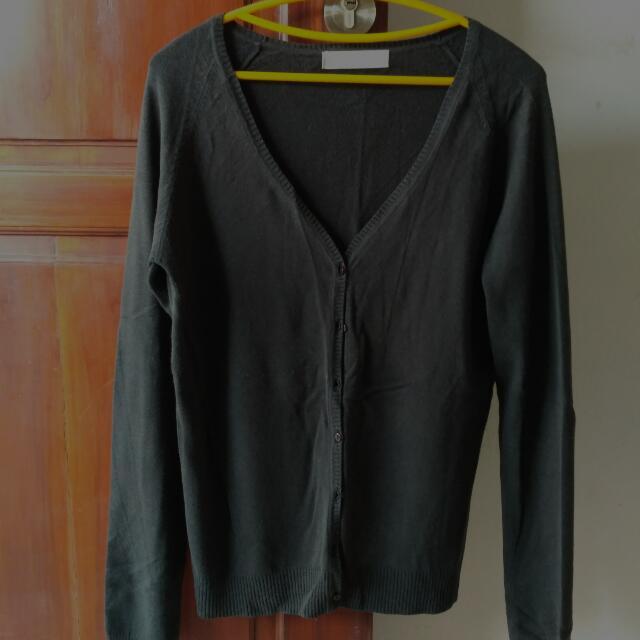 Sweater Hitam Zara