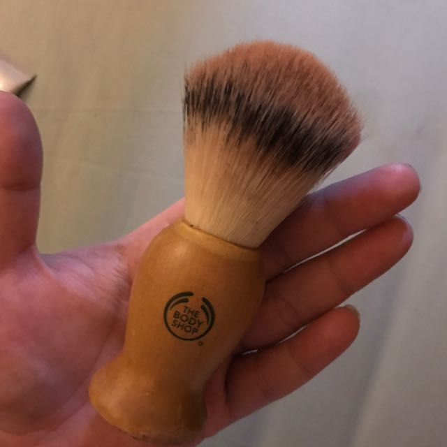 THE BODY SHOP BRUSH