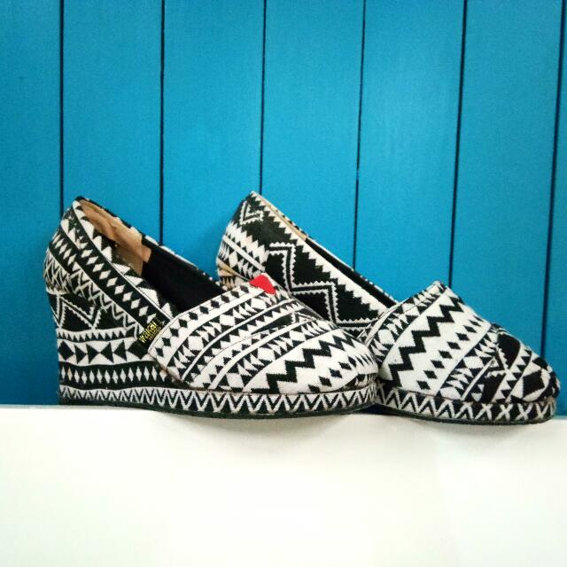 Wakai Tribal Wedges (original)