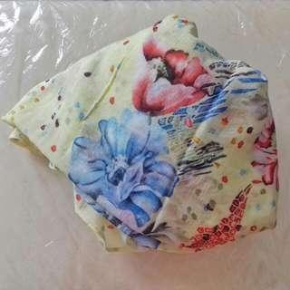 Preloved Kerudung Segiempat Cotton Silk (Warna Baby Yellow)