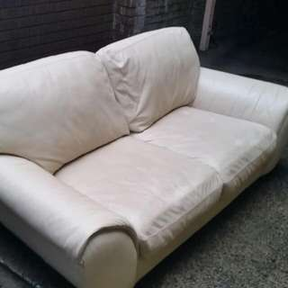 2 3 seater couch sofa beige vanilla leather.