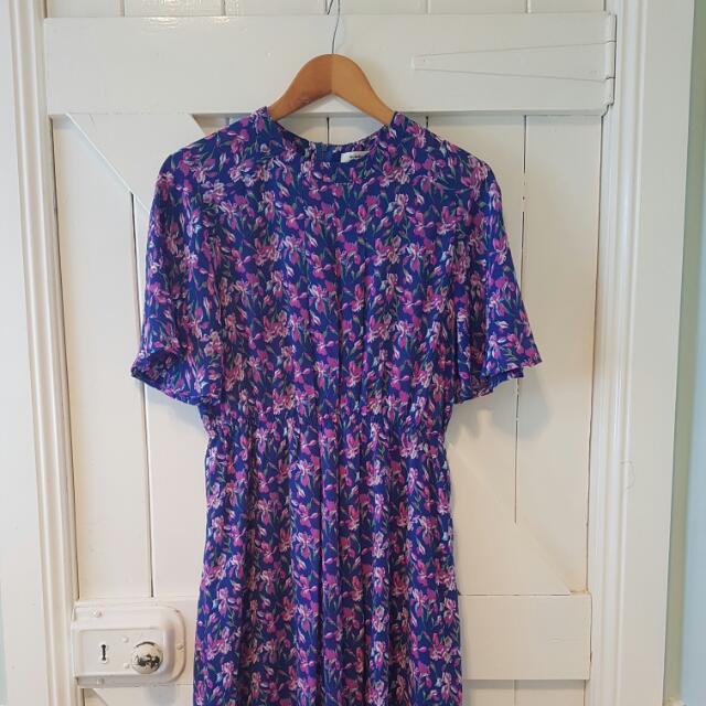 1980s Vintage Floral Dress Purple Spring Short Sleeve Flutter Sleeves