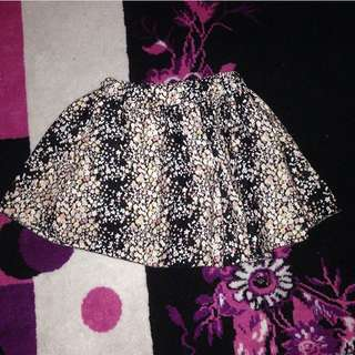 Skirt/Rok Motif Flower  Merek Avenue Basic
