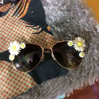 Vintage-style flower aviator sunglasses