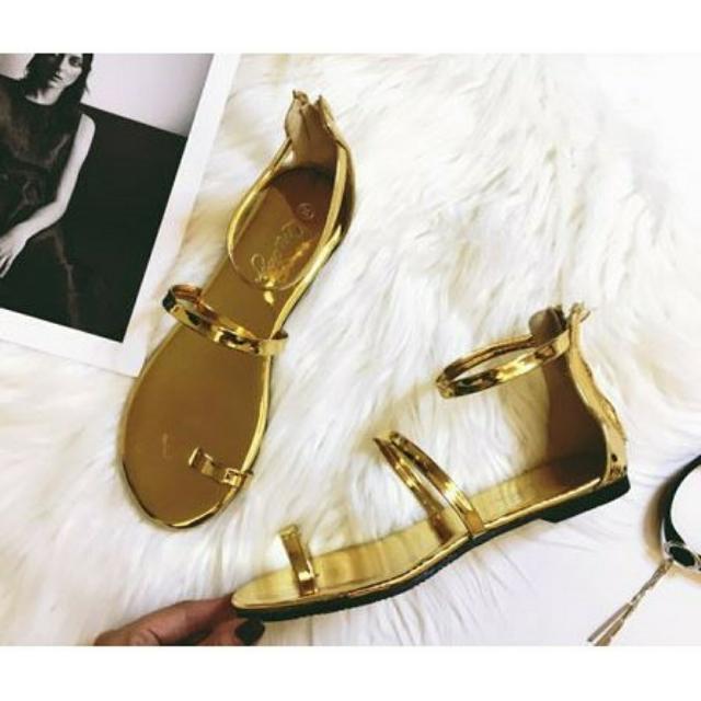 超實搭金條涼鞋