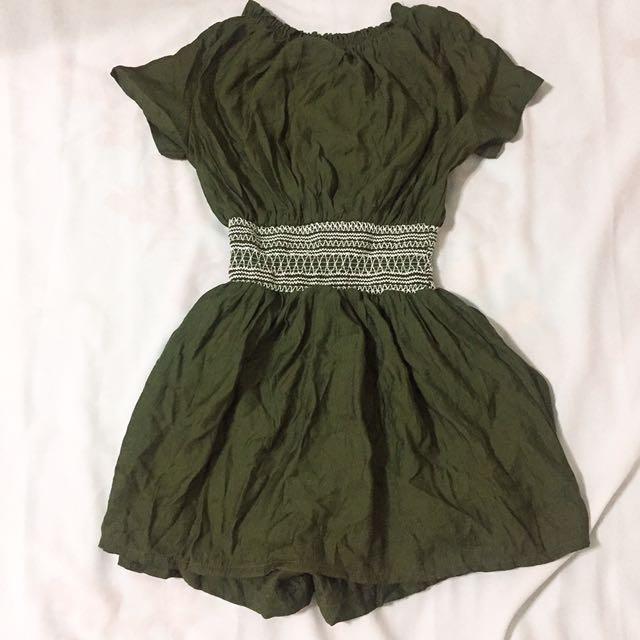 皺褶收腰ㄧ字領洋裝