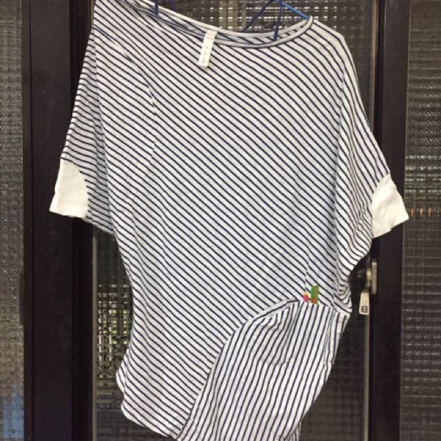 百貨專櫃品牌a la sha線條不規則設計款上衣~含運價!