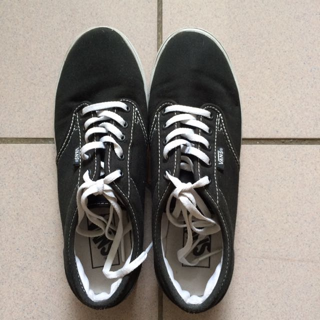 fbe5ce2b0b8 Authentic Vans  Black Core Classic Sneaker
