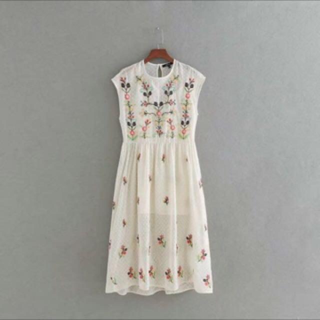Embroidered Cream Dress Zara