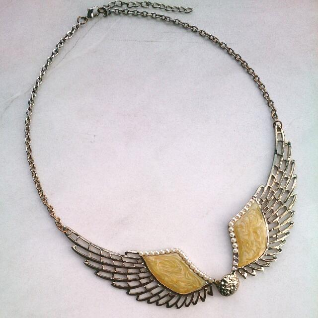 Kalung Yellow Wings