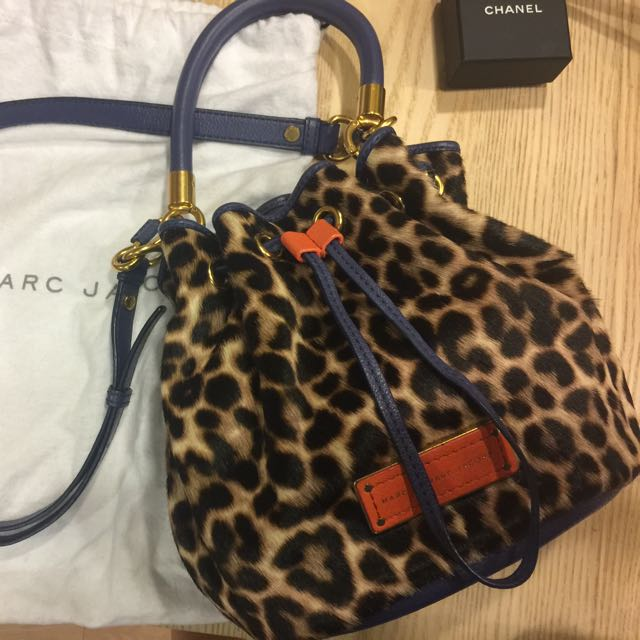 marc jacobs by marc jacobs- 限量豹紋皮草包