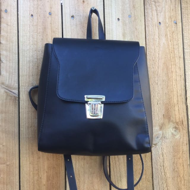 📦Mini Leather Like Black Backpack- Glassons