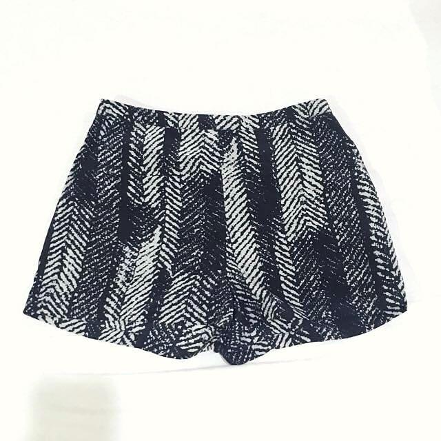 NEW Topshop Shorts (Small)