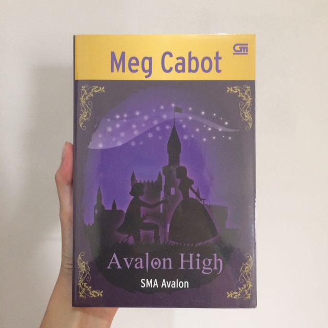 """Novel Terjemahan """"AVALON HIGH"""" (Karya : Meg Cabot)"""