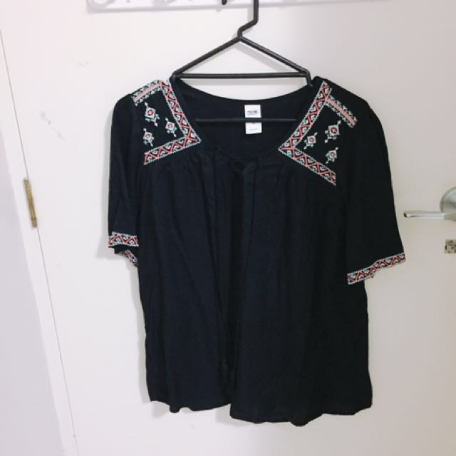 (size - S) Nobrand black embroidered shirt
