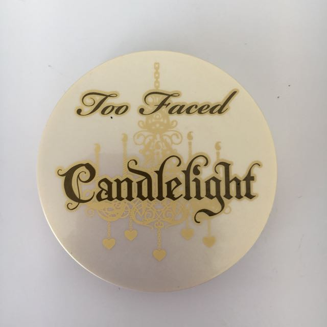 Too faced candlelight illuminating powder