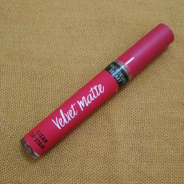 Victoria Secret Velvet Matte in Obsessed shade