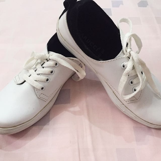 White Sneakers / Sneakers Putih