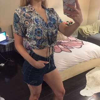 XS/S AMERICAN APPAREL BUTTON UP CROP