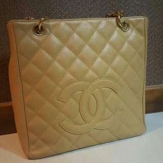 Good condition Chanel pst in beige caviar and super shiny ghw