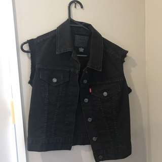 BLACK LEVI DENIM VEST