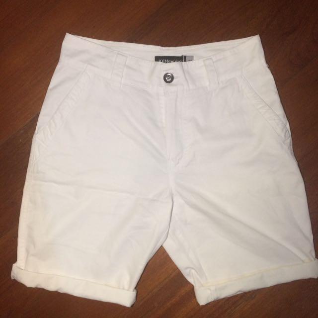 101 New York White Shorts