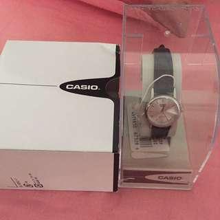 Pre❤️ Casion Women Leather strap watch