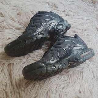 All Black Nike Tns