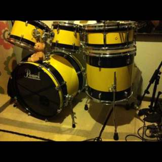 Pearl Forum Custom Painted Drum Set