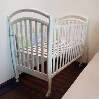 Baby Cot with wheels (Free Bumper)