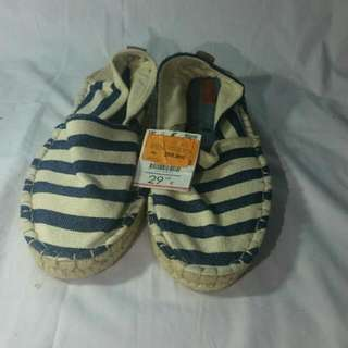 Sepatu Slip On Bershka