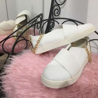 White Flat Shoes With Gold Chain