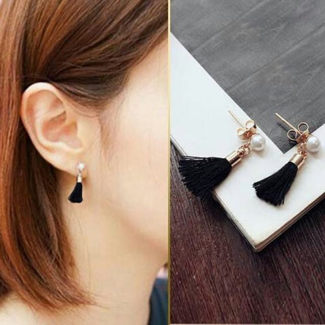 Anting Tassel Hitam