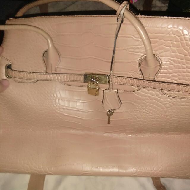 Unbranded Bag (big)