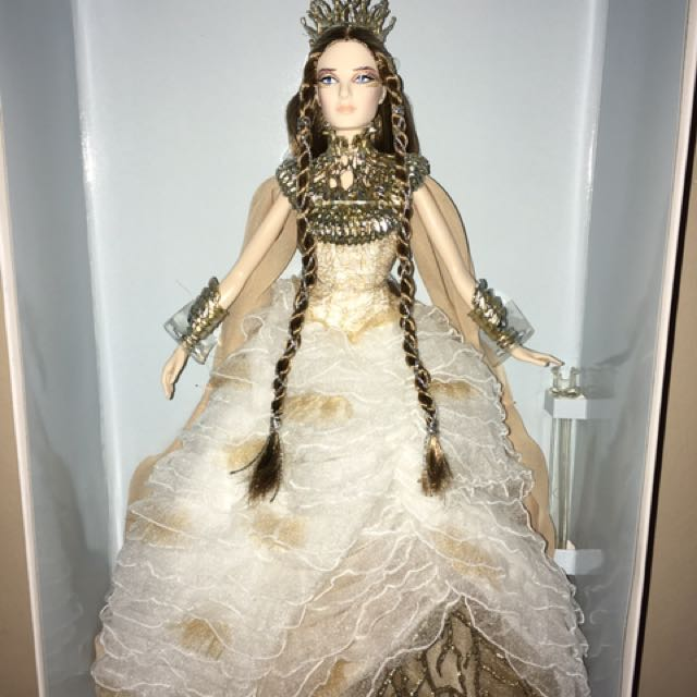 Barbie Lady Of The White Woods