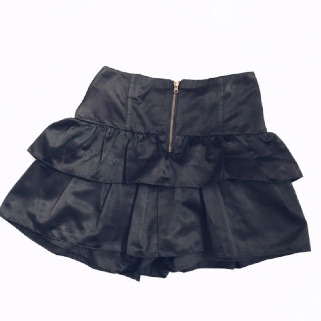 black hotpants