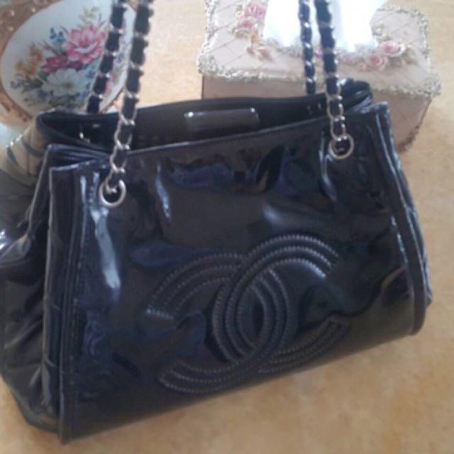 Chanel二手黑色漆亮皮購物包