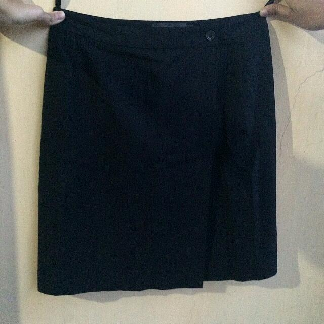 Invio Black Skirt