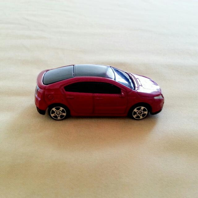 Maisto 2011 Chevrolet Volt Miniature Toy Car (Fresh Metal)