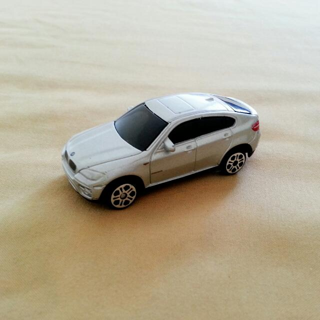 Maisto BMW X6 Miniature Toy Car