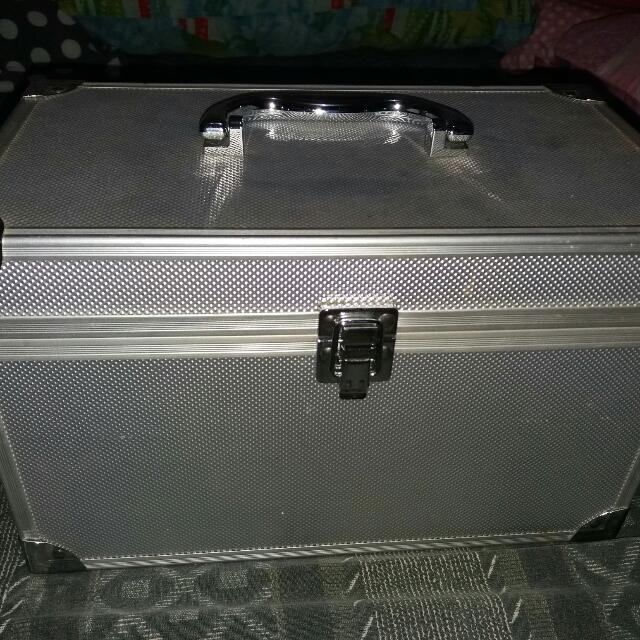 Preloved Make Up Box/kit