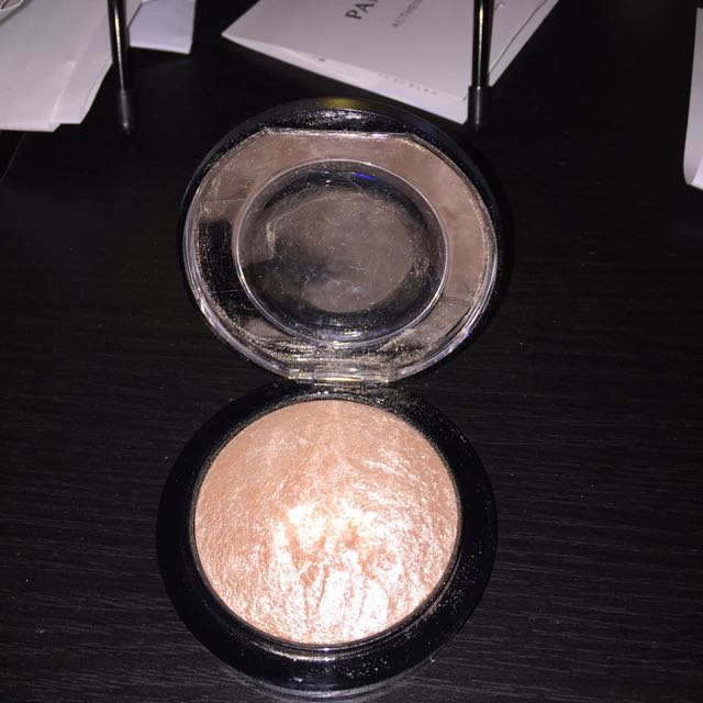 PRICE DROP!!! MAC soft and gentle highlighter