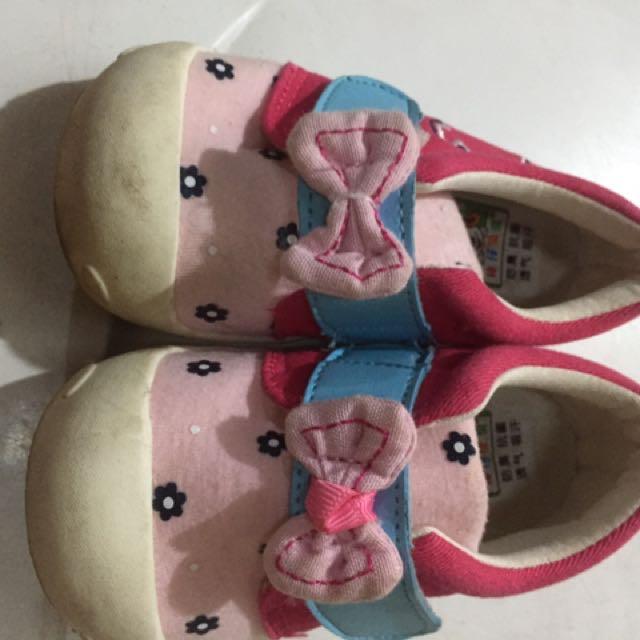 Sepatu Prewalker Pink