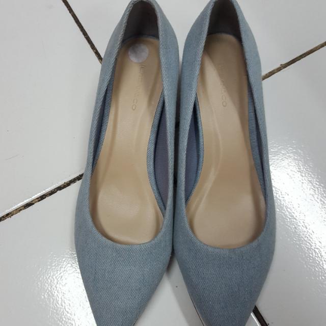 "Sepatu Wedges ""Urban & Co"""