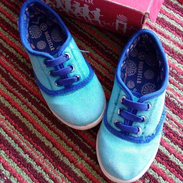 Sepatu World Star