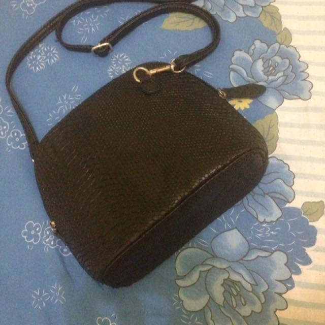 Sling Bag -black-