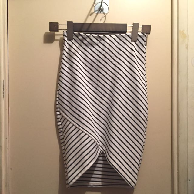 Zara Black And White Asymmetrical Skirt