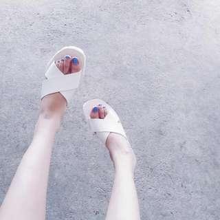 Minimalist Diametrical Slip-Ons
