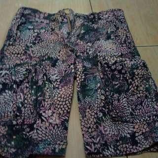Celana Diatas Dengkul,M