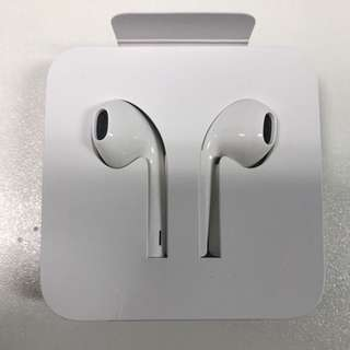 New/Authentic/Unused Apple Iphone EarPods With Lightning Connector Earpiece Headset Headphone
